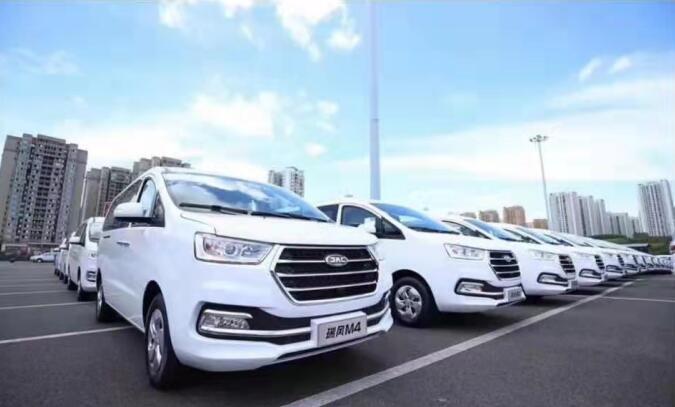 中巴车租赁一般多少钱?