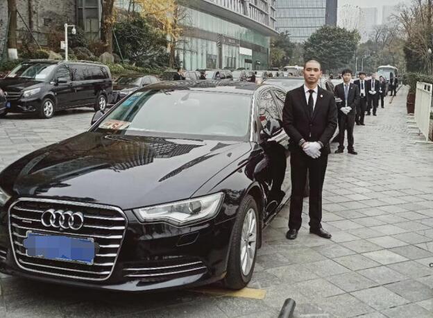 成都商务代驾租车多少钱?