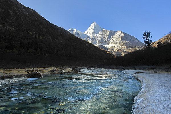 318川藏线自驾游路线7天·新都桥-稻城亚丁-然乌湖-拉萨
