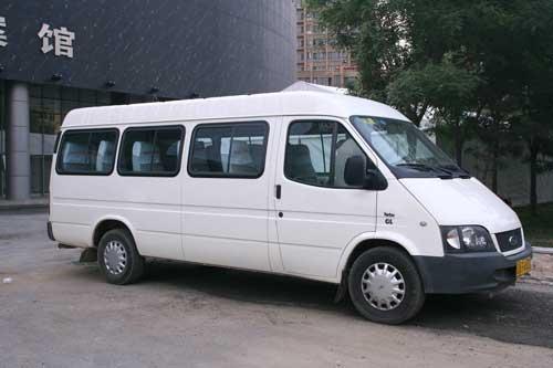 成都旅游包车价格-考斯特小巴19-25座一天多少钱?