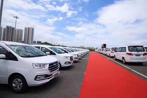 成都包车去重庆机场多少钱一天?